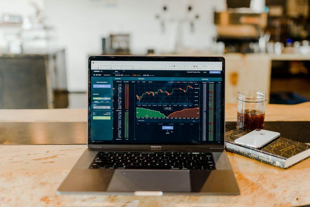 Aandelen kopen bij online broker